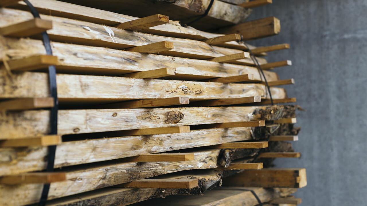 Деревообработка. Производство деревянной мебели. Влажность воздуха является неотъемлемым условием производства качественной продукции.